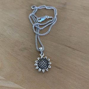 Sterling Silver Sunflower 🌻 Necklace